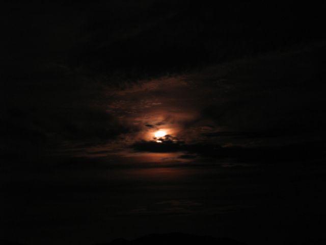 tn_lune_rouge.jpg